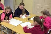Tady jsme doma... je výtvarná soutěž, do které se zapojily děti z Albrechticka, Osoblažska i Krnovska. V nesoutěžní části výstavy představí své práce i dospělí a studenti krnovského gymnázia.