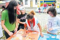 Děti se v lokalitě bývalých bruntálských kasáren bavily a současně se učily třídit odpad a dozvěděly se, proč je recyklace tak důležitá.