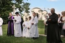 Křížová cesta na Cvilíně není jen turistickou atrakcí, ale prostřednictvím těchto čtrnácti zastavení si křesťané také připomínají na Velký pátek cestu Ježíše Krista na Golgotu.