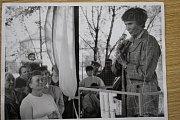 MINISTRYNĚ SPRAVEDLNOSTI Dagmar Burešová navštívila krnovský Strojosvit  21. května 1990.