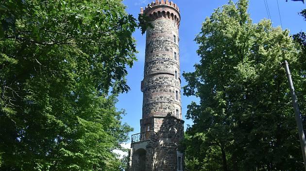 Romantická rozhledna na Cvilíně byla loni uzavřena kvůli havarijnímu stavu a narušené statice. Konečně se dočkala generální rekonstrukce.