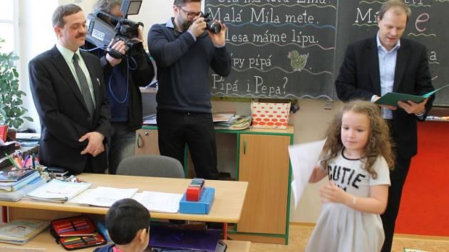 S mírným zpožděním přijel ve čtvrtek do Bruntálu ministr školství, mládeže a tělovýchovy Marcel Chládek.