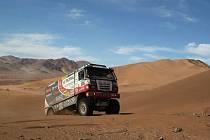 Přes poruchy, obrácení kamionu Fat Boy na bok nebo zranění jazyka je Martin Kolomý v Rallye Dakar mezi světovou elitou.