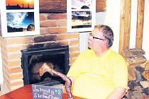 Hosté Bauerovy kavárny mohou do 15. září obdivovat snímky fotografa Jindřicha Kadlčíka vystavené v útulném zadním salonku.