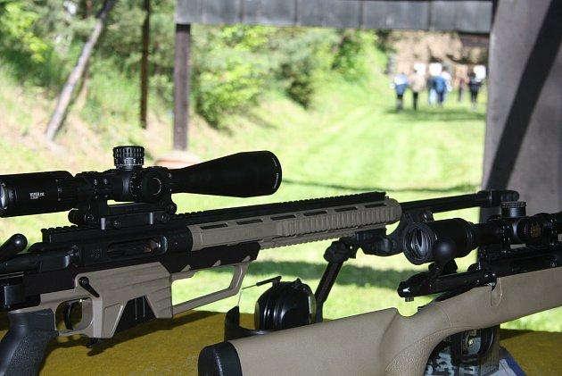 Krnovská střelnice také uspořádala přehlídku zbraní pro veřejnost. Zájem vzbudilo střelivo 50BMG, ke kterému se váže známý příběh kanadského snipera Roba Furlonga. Zasáhl sním na 2430metrů bojovníka Al-Káidy.