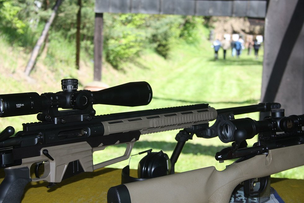 Krnovská střelnice také uspořádala přehlídku zbraní pro veřejnost. Zájem vzbudilo střelivo 50 BMG, ke kterému se váže známý příběh kanadského snipera Roba Furlonga. Zasáhl s ním na 2430 metrů bojovníka Al-Káidy.