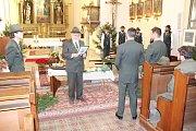 V Třemešné proběhla svatohubertská mše, po obřadu návštěvníci shlédli starobylý obřad přijímání mezi myslivce formou pasování a podívali se na sokolníky.