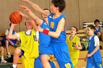 Basketbalisté bruntálského Slavoje v akci.