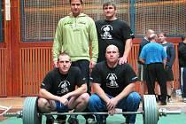 Na mistrovství ČR v silovém trojboji se předvedli krnovští junioři a dorostenci. Jan Fiala (vpravo dole) skončil druhý.