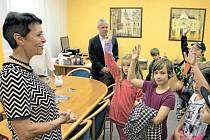 Den otevřené radnice zavede krnovské školáky i veřejnost do kanceláře starostky, místostarostů, tajemníka i úředníků.