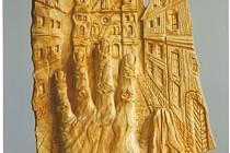 Cyklus dřevořezeb Paměť Aloise Kunze bude první výstavou, kterou nabídne nový Spolkový dům u synagogy. Tuto dřevořezbu autor nazval Mé městečko můj štetl.