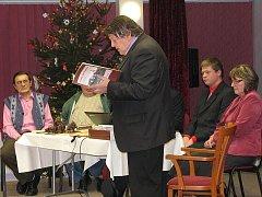 Publikaci Vrbno pod Pradědem – Ohlédnutí za minulostí dávnou a nedávnou obdrží jako vánoční dárek všechny rodiny ve Vrbně pod Pradědem.