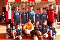 Vítězný tým Avíza Město Albrechtice, který si z Bruntálu odvezl pohár Alfa Plastiku.
