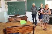 Expozice věnovaná historii školství, zájemci si ji mohou prohlédnout v přízemí budovy Petrinu, hned vpravo od vstupu. Shromáždění vystavených předmětů a jejich instalace jsou dílem památkářů Ľubici Mezerové a Zdeňka Žilky.