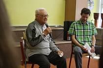 Vladimír Blucha je krnovský pamětník, kronikář, historik, pedagog a spisovatel.