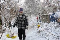 Bezdomovec Pavel si na svou situaci nestěžuje, přestože ve stanu snáší extrémní mrazy.
