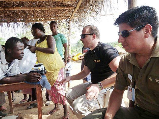 Čeští policisté působí v rámci misí OSN nejen v Afgánistánu nebo Iráku, ale také pomáhají budovat bezpečnostní složky v Libérii.