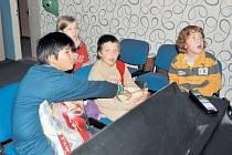 Noční dobrodružství ve škole a školce Slezské diakonie simulovalo výpravu do daleké galaxie. Skončilo u mísy popkornu a sci-fi filmů E. T. mimozemšťan a Avatar.