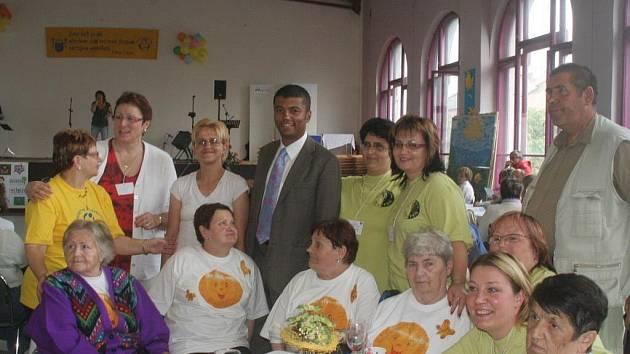 Sociální služby v Krnově se pravidelně představují veřejnosti. Na veletrh sociálních služeb konaný v Paláci Silesia osobně přijel dokonce televizní moderátor Rey Koranteng.