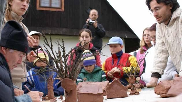 Architekt Day sleduje návrhy děti.