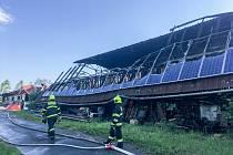 Prudký požár zemědělského objektu v obci Rusín na Brutnálsku si vyžádal vyhlášení druhého stupně požárního poplachu.
