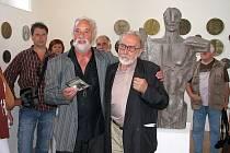 Vernisáží za účasti autora byla v Galerii v Kapli zahájena výstava olomouckého výtvarníka Zdeňka Přikryla.