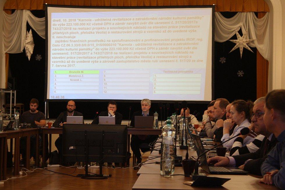 Zastupitelé Krnova hlasovali o zastavení projektu Karnola. Dvacet z 26 zastupitelů se rozhodlo oželet evropskou dotaci a z příliš nákladného rizikového projektu vycouvat.