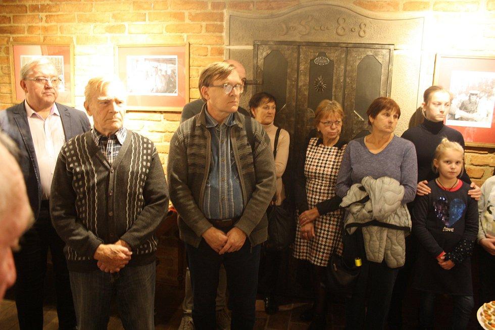 I v Krnově si lidé připomněli listopadové události 1989 a 1939.