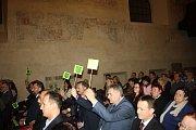 Krnov má nové vedení. Na ustavujícím zasedání zastupitelstva 19. listopadu si nejdůležitější posty rozdělila koalice složená z Krnovských patriotů a hnutí ANO. Tyto subjekty ve volbách dostaly nejvyšší počet hlasů. Koalice má 15 zastupitelů z 27.