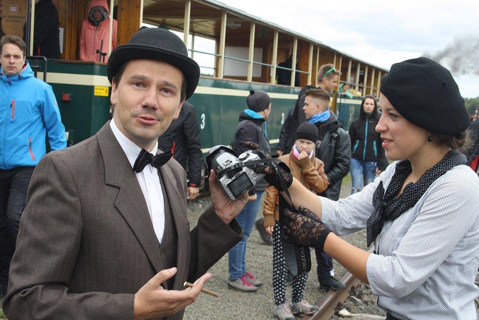 Prvorepublikový parní vlak na Osoblažce byl plný noblesních cestujících i strašidel, protože se zde natáčela pozvánka na Strašidelný Fulštejn.