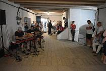 Rychta v Úvalně je tak zajímavou atmosféru, že má smysl ji navštívit a procházet bez ohledu na to, který umělec zde zrovna vystavuje.