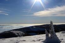 Pohled z Kralického Sněžníku na Jeseníky.