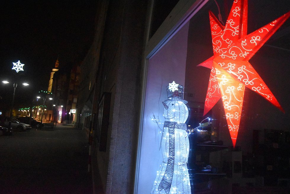 Krnované přišli do centra potěšit se světelnými dekoracemi.