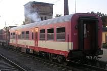 Vagón byl v Opavě odstaven na vedlejší kolej.