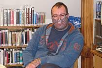 Pavel Josefovič Hejátko ve čtvrtek 19. listopadu 2009 v krnovské knihovně se svým charismatickým šarmem předčítal básně, ve kterých se vyrovnává s vývojem v České republice za posledních dvacet let.