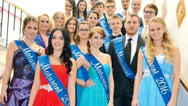 Budoucí maturanti zažili jeden ze slavnostních okamžiků studia, takzvané šerpování.