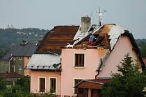 Silná bouřka, doprovázená údajně tornádem, napáchala velké škody.