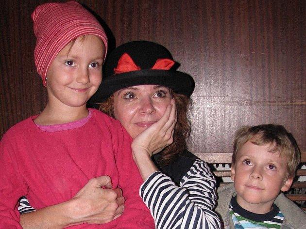 Herečku Magdalenu Reifovou mají děti ve velké oblibě díky jejímu pravidelnému vystupování v televizi se skřítkem Františkem.