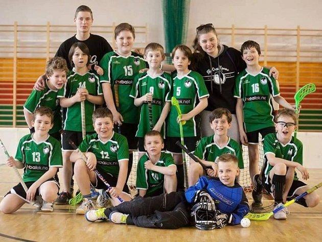 Tereza Nykodymová se svým týmem mladších žáků Orcy Krnov.