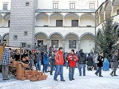 V Bruntále se každoročně pořádá jarmark nazvaný Vánoce na zámku.