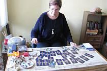 Krnovská věštkyně Eva Tomešková se poradila s čísly a kartami, aby zjistila, co nás čeká v roce 2011.