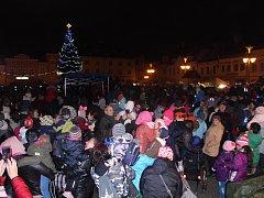 V Bruntále patří k tradici slavnostního rozsvícení, že strom také dostane své jméno. Letos přišlo sedmdesát pět návrhů, ten vítězný vymyslel chlapec Tomáš Svoboda. Smrk ztepilý na náměstí Míru v Bruntále má jméno Sněžínek.