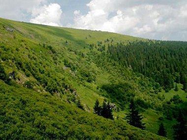 Velká kotlina je překrásnou přírodní scenérií, která je pěším v Jeseníkách odměnou za jejich turistickou námahu.