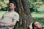 Film Cukr a sůl se natáčel na samotě Lač poblíž Hynčic. Po boku Leoše Nohy v hlavní roli se objeví také krnovští herci. Film natočil režisér Adam Martinec a kameraman David Hofmann. Oba rovněž pochází z Krnova.