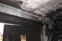 Stotisícovou škodu si vyžádal požár garáže, která je na ulici Partyzánů v Krnově součástí rodinného domu. Samotný dům díky rychlému zásahu neshořel.