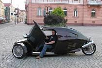 Velor-X-Trike je pokračovatelem legendárního hadraplánu Velorex. V Krnově ho poprvé a zřejmě také naposled představil jeho tvůrce a konstruktér Pavel Brída z Krnova.