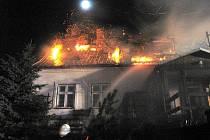 blížící se zimní topnou sezonou varují bruntálští hasiči před nebezpečími, které číhají v nevymetených komínech.