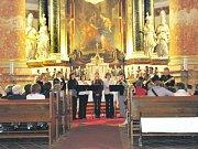 Kaple v Lipkách. Kostel je nejen místem duchovního rozjímání, ale i scénou pro kulturní vystoupení a cennou kulturní a historickou památkou. Na snímku koncert v kostele v Rýmařově.