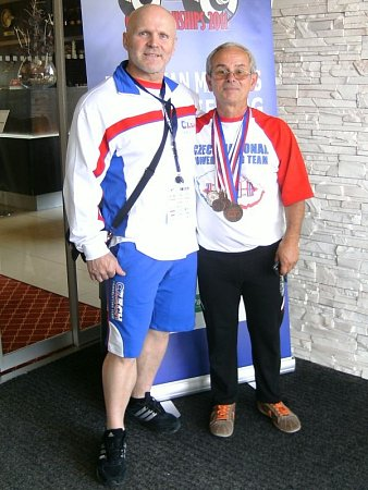 Dvě legendy krnovského silového trojboje, zleva Rémy Krayzel a Janis Kenis. Snímek zúspěšného ME masters 2012.