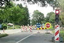 Krnované se u přejezdů v Petrovické a Hlubčické ulici musí obrnit trpělivostí.